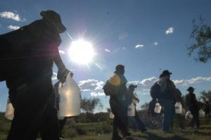 border_crossing_migrants_risking_their_lives_in_search_of_a_better_future_(alc)